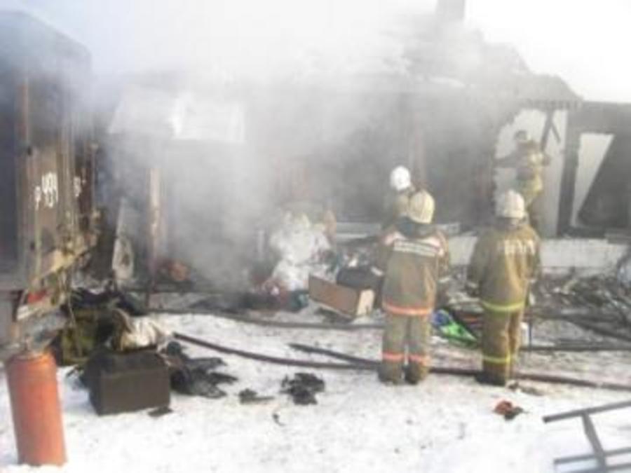 В Осинском районе горел жилой дом с постройками