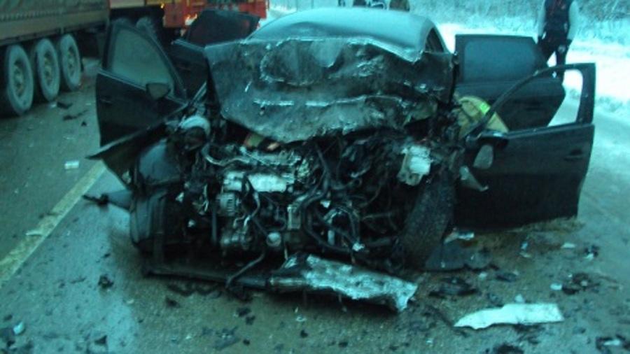 В Добрянском районе Ауди врезалась в фуру, водитель погиб - фото 1