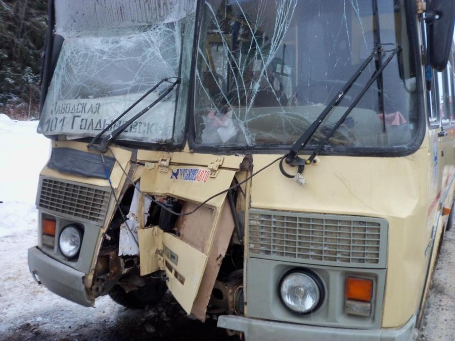 В Кунгурском районе автобус врезался в МАЗ, четыре человека пострадали