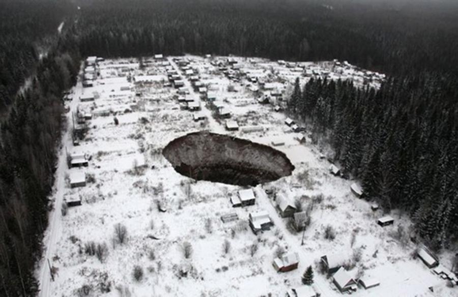 Фото провала в Соликамске появилось в Интернете
