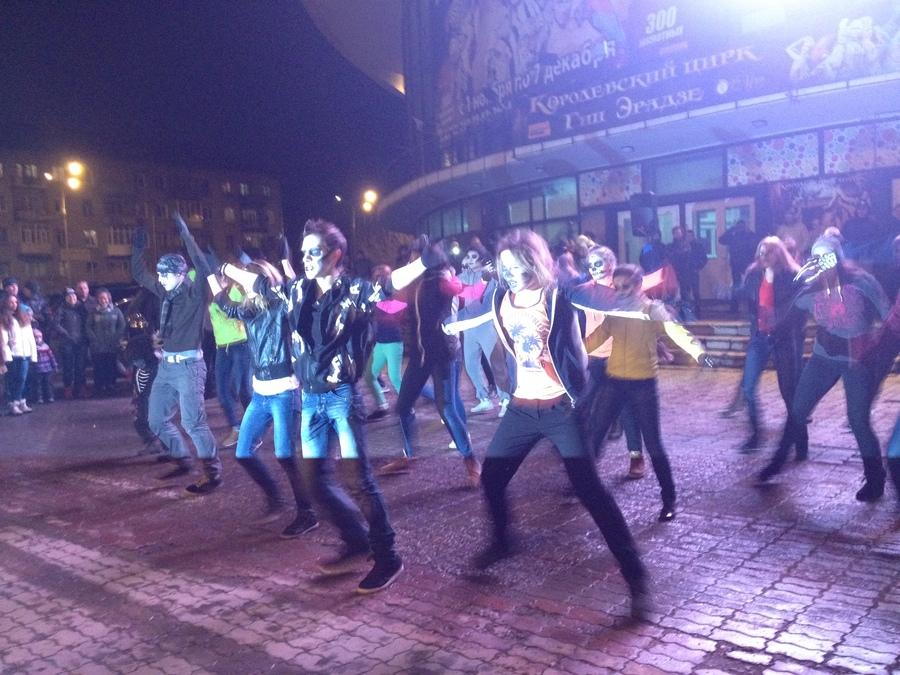 В Перми сегодня танцевали Триллер - фото 1