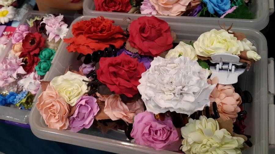 На Пермской ярмарке делают цветы из фоамирана