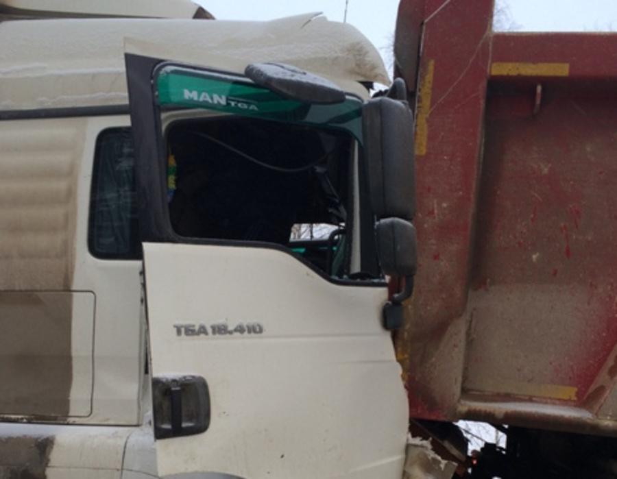 На федеральной трассе Пермь - Кунгур столкнулись 4 грузовика и 2 легковушки