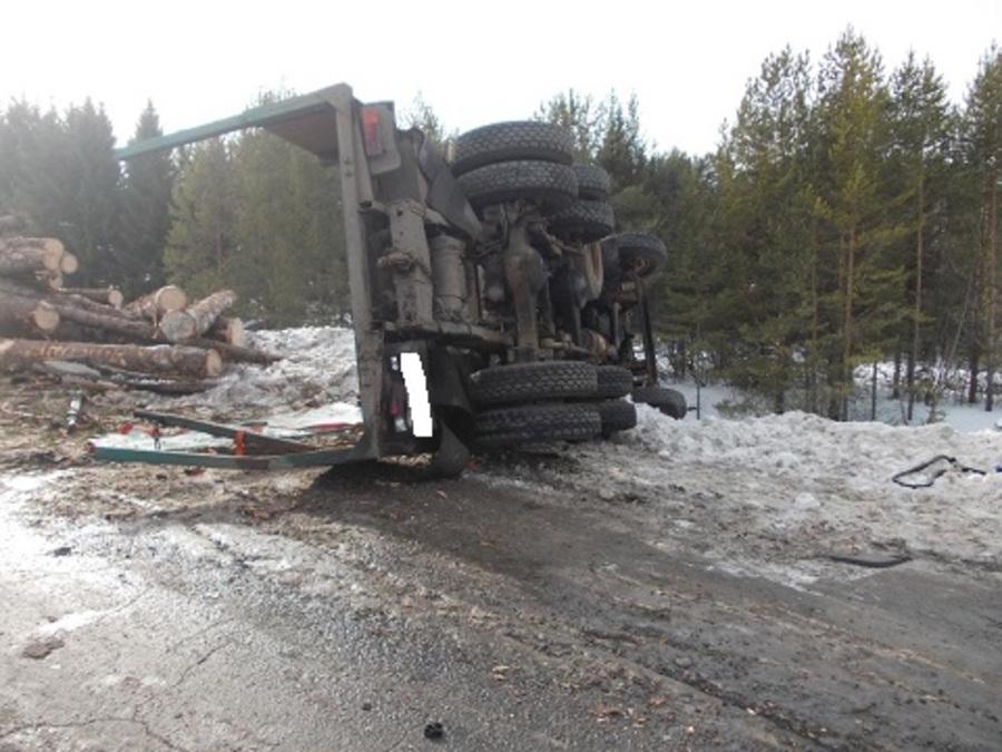В Пермском крае на автодороге Нытва — Кудымкар столкнулись два грузовика