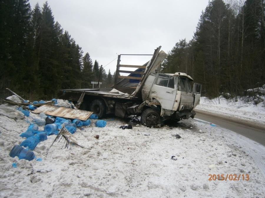 В Пермском районе большегрузный автомобиль врезался в иномарку, погибла женщина