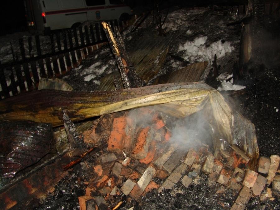 В Пермском районе в горящем доме погибли молодая женщина и мальчик