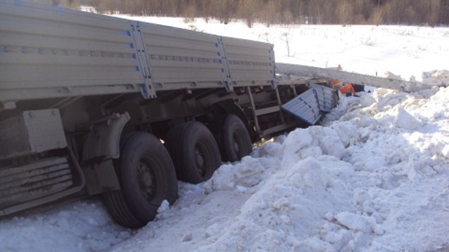 В Пермском крае в автоаварии погиб водитель большегрузного автомобиля