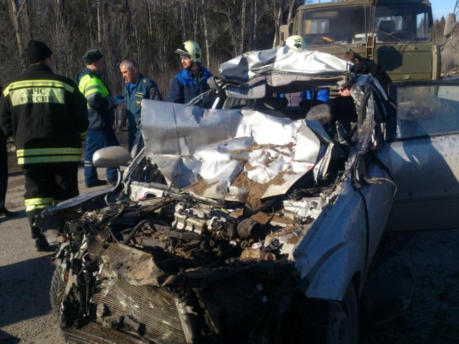 В Перми в столкновении с КАМАЗом погиб водитель Киа, трое - ранены