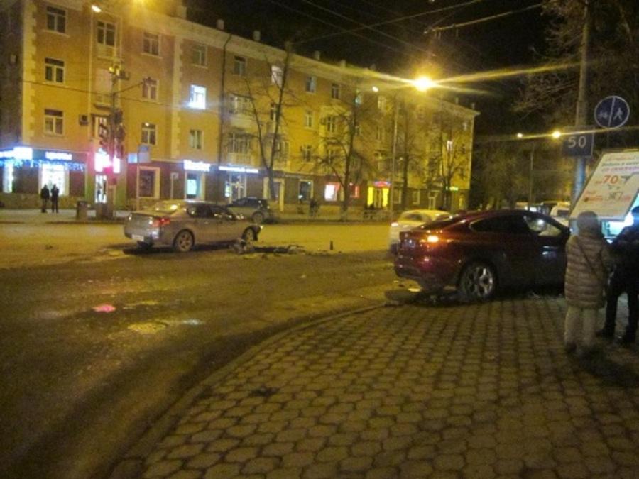 В центре Перми столкнулись Пежо и БМВ