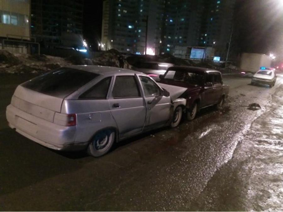 В Перми в столкновении ВАЗов пострадала женщина