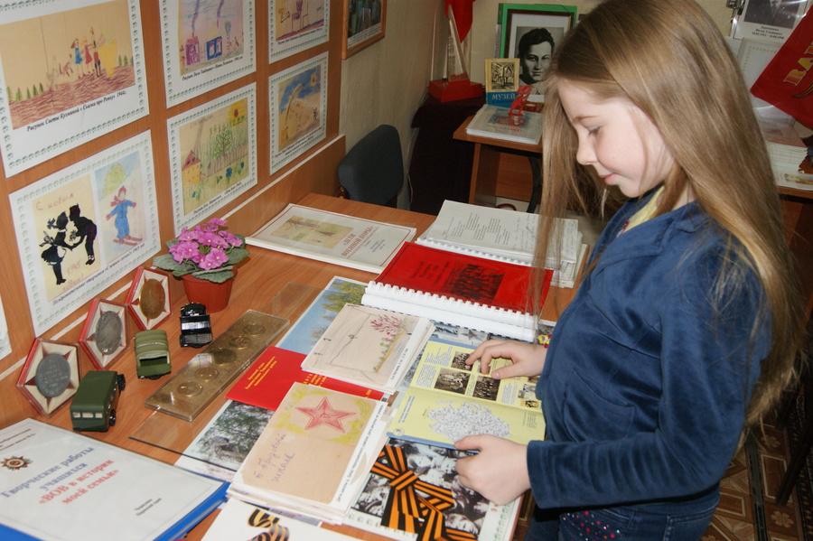 В Чернушинской школе открыта выставка рисунков детей войны