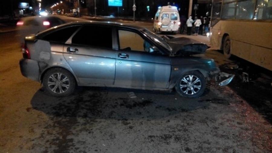 Три человека ранены в столкновении Приоры с автобусом в Перми