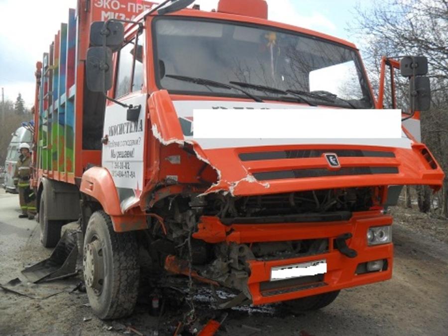 В Пермском районе КАМАЗ врезался в Лендровер