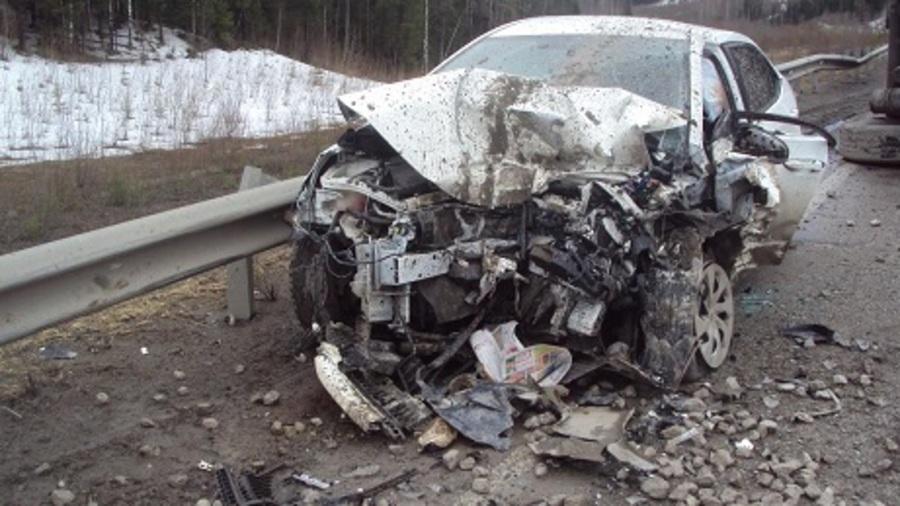 В Пермском крае грузовик Мерседес подбил прицепом Короллу