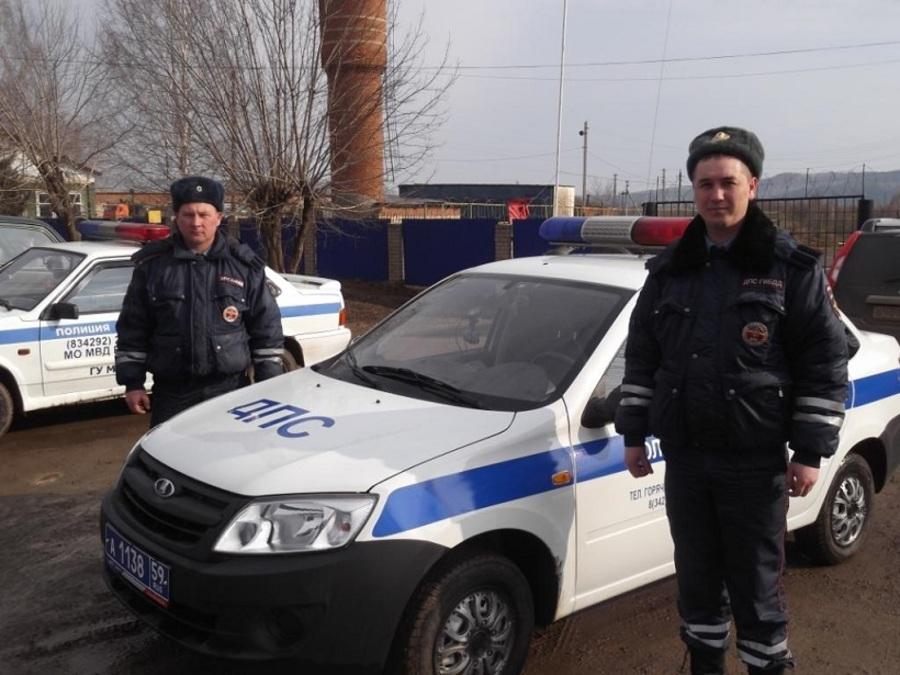 В Пермском крае автоинспекторы спасли на пожаре троих детей и четверых взрослых
