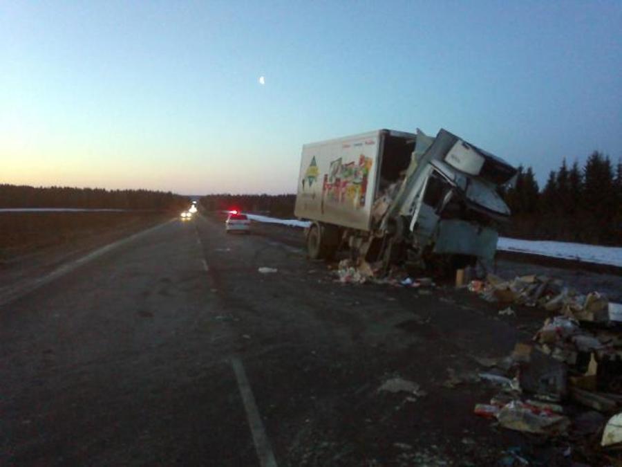 В Кунгурском районе в столкновении грузовиков один человек погиб, другой ранен