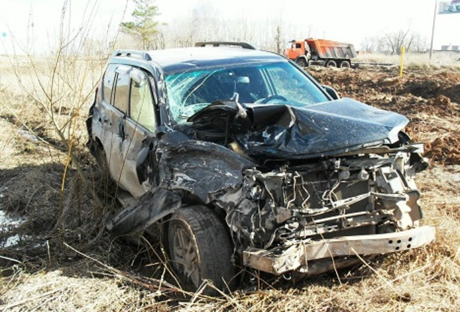 В Пермском районе три человека травмированы в столкновении грузовика и Ландкрузера - фото 1