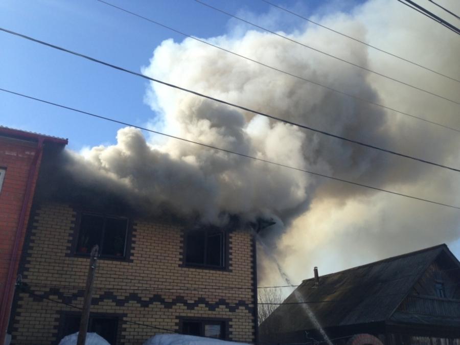 В Перми горел двухэтажный коттедж