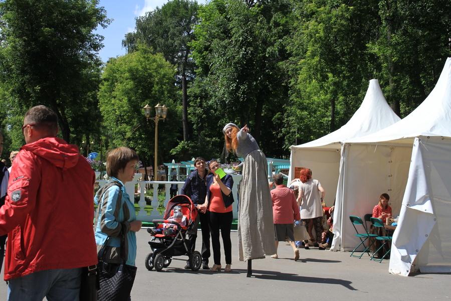 Антуан де Сент-Экзюпери «вытаскивает» родителей в Горьковский парк
