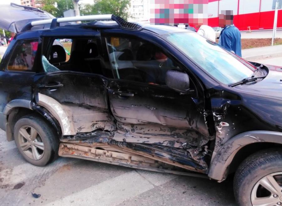 В Перми в ДТП пострадали три пассажира микроавтобуса