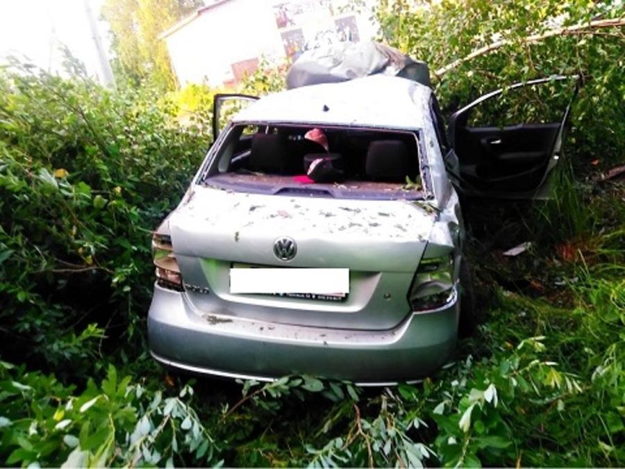 В Перми погиб водитель Фольксвагена, три пассажира попали в больницу