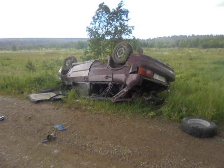 В Кунгурском районе в перевернувшемся автомобиле погибла женщина - фото 1