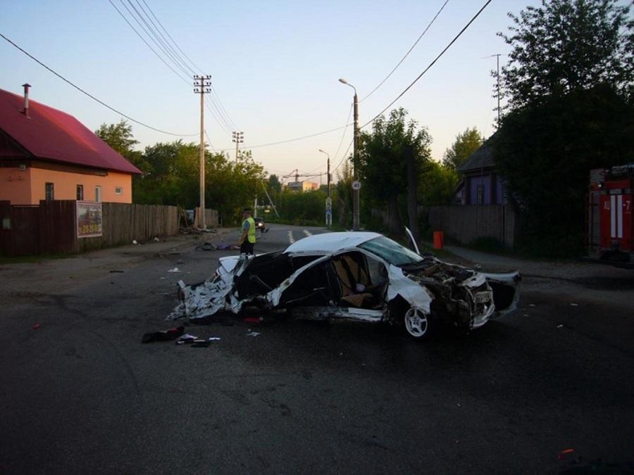 В Перми пьяный водитель Гранты врезался в столб, двое погибли, еще двое ранены - фото 1