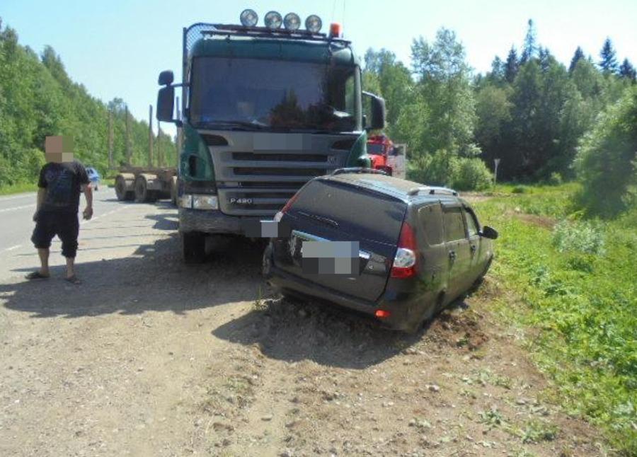В Пермском районе Приора столкнулась с фурой, погибла женщина - фото 1