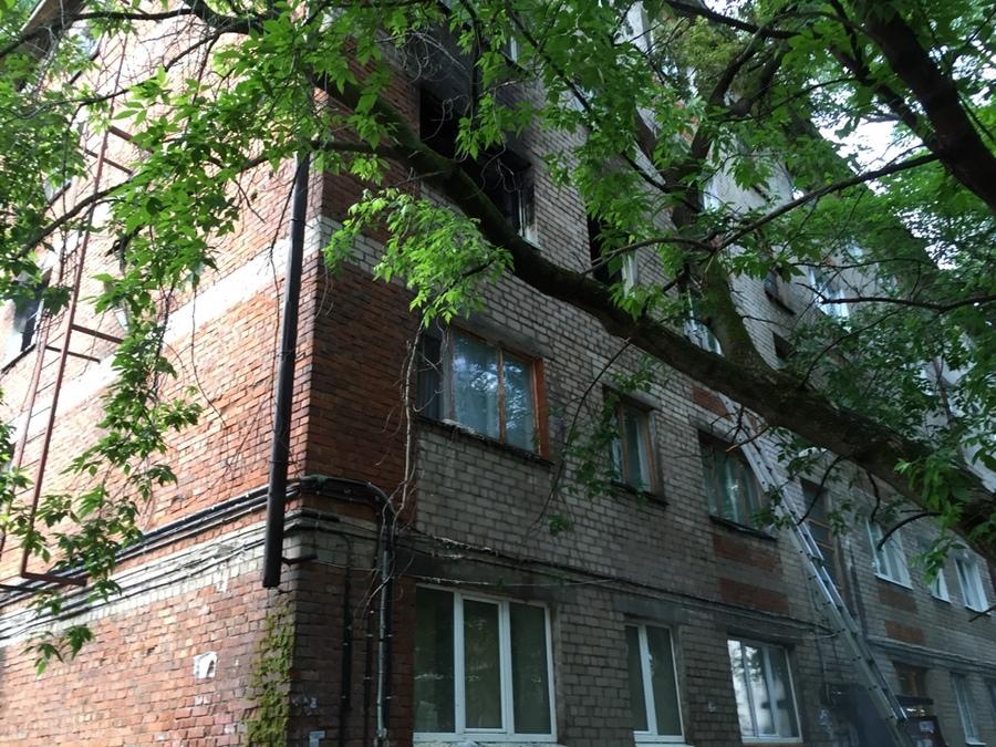 Сегодня ночью в Перми из горящего дома спасено 11 взрослых и 6 детей - фото 1