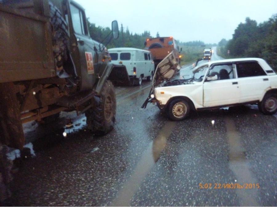 В Чернушинском районе в столкновении «пятерки» с грузовиком погибли два молодых человека