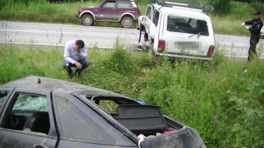 Три человека ранены на автодороге в Лысьвенском районе - фото 1