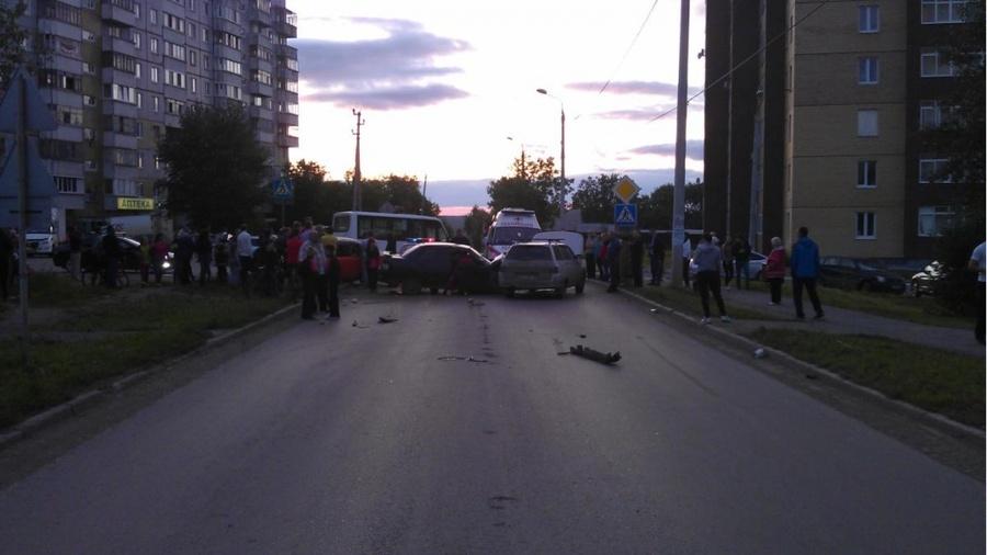В Перми в столкновении трех автомобилей ранены пять человек