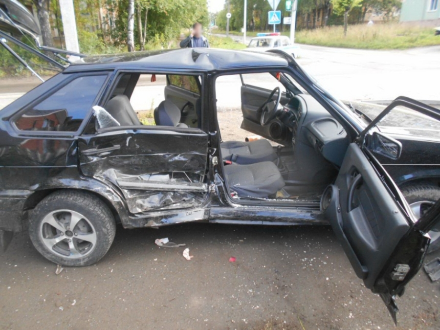 В Березниках пьяный водитель ВАЗа протаранил Мазду