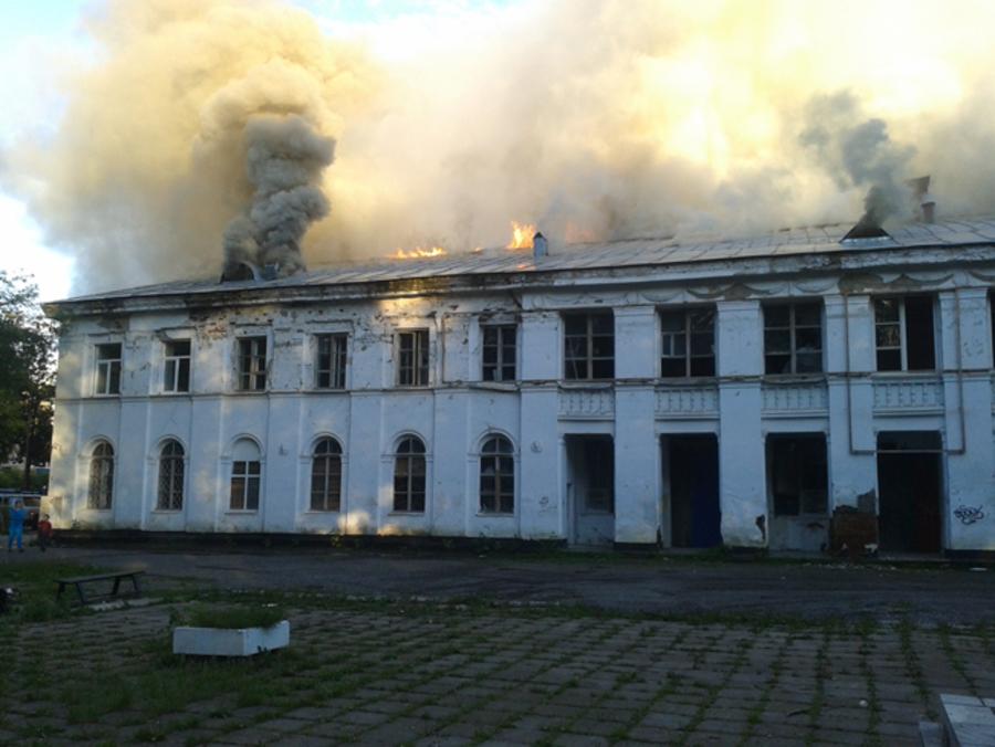 В Кунгуре сгорел Дом культуры машиностроителей - фото 1