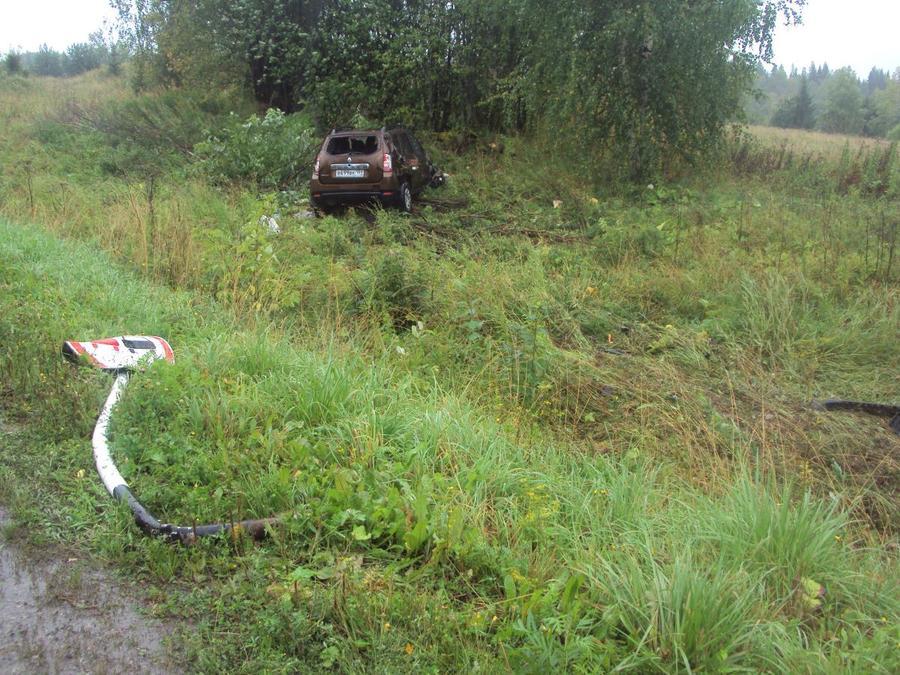 В Пермском крае в перевернувшемся автомобиле травмированы два человека - фото 1