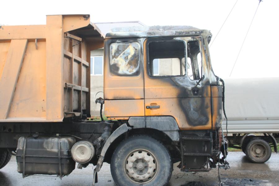 Житель Перми едва спасся из горящего самосвала в Кунгуре