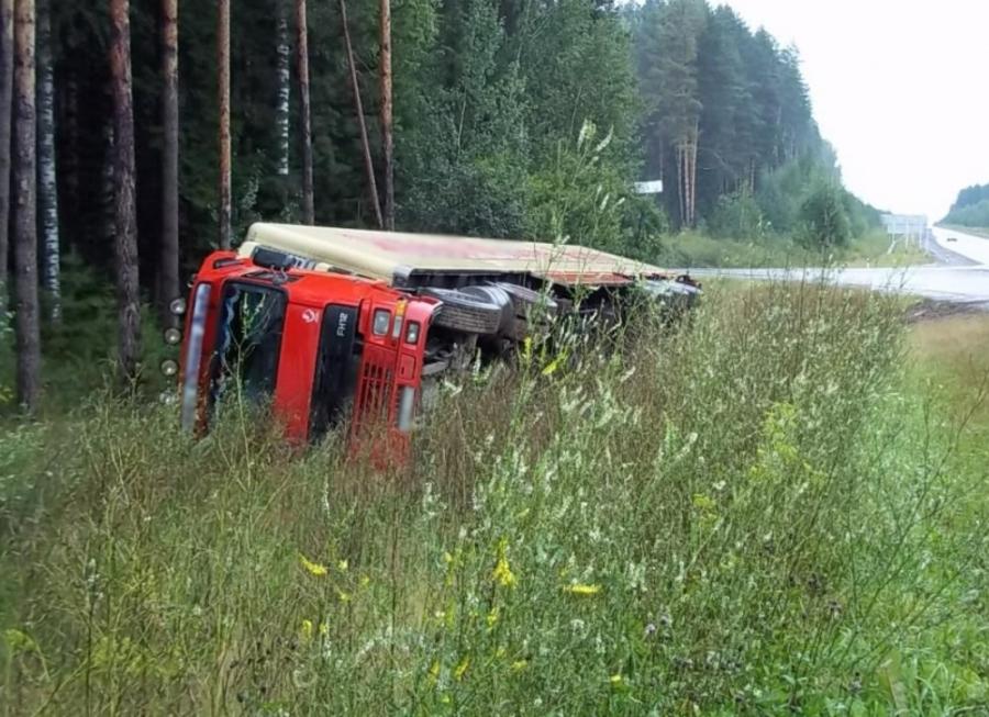 В Пермском крае перевернулся большегрузный автомобиль Вольво