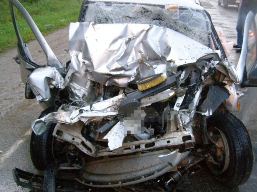 В Пермском крае, Гранта врезалась в трактор, погибла девушка, двое ранены - фото 1