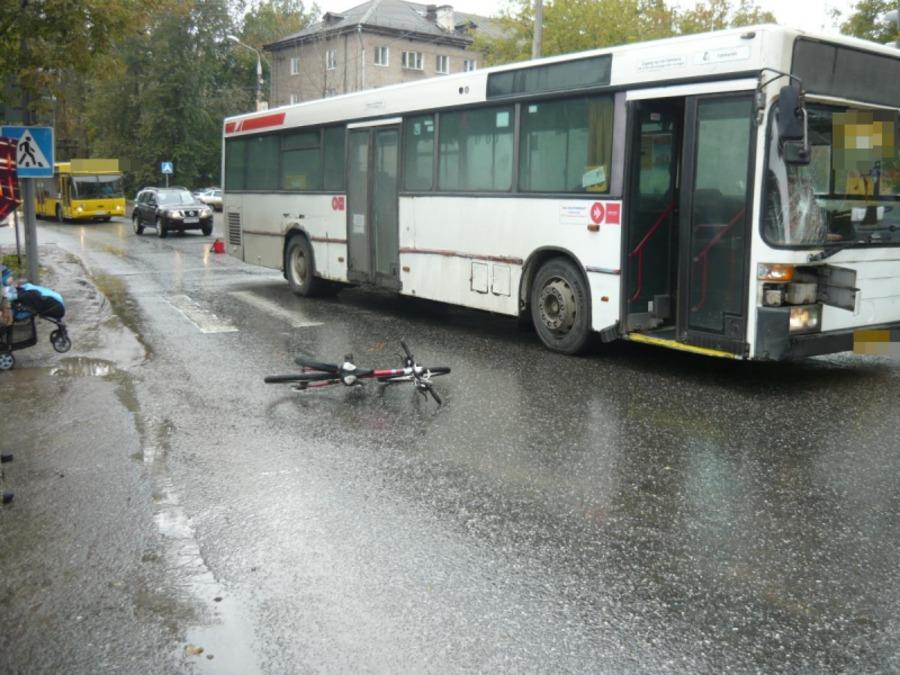 В Перми в 10-летний велосипедист попал под автобус - фото 1