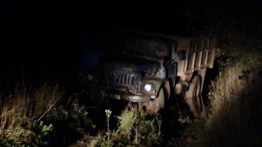 В Пермском крае пассажир выпал из кабины грузовика и попал под колесо