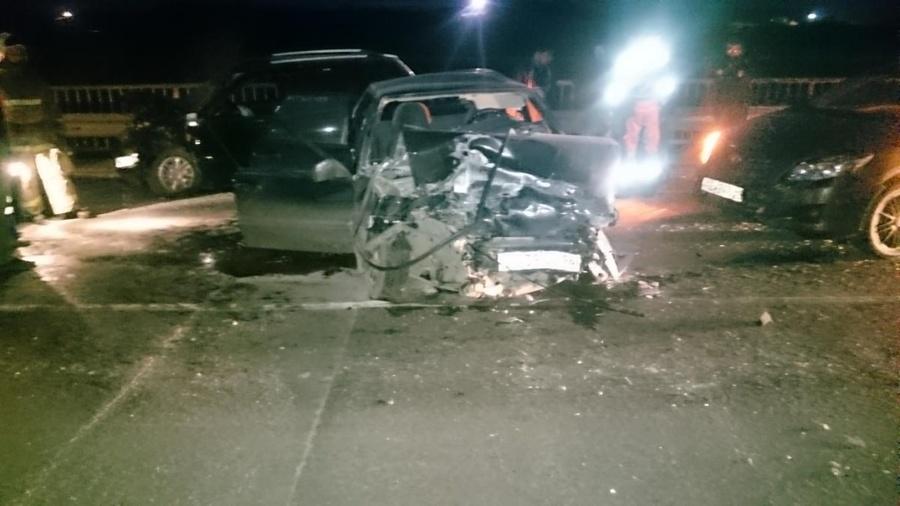 В столкновение четырех автомобилей травмированы четверо взрослых и двое детей