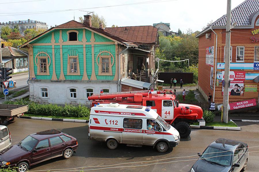 В центре Кунгура едва не сгорел столетний дом - фото 1