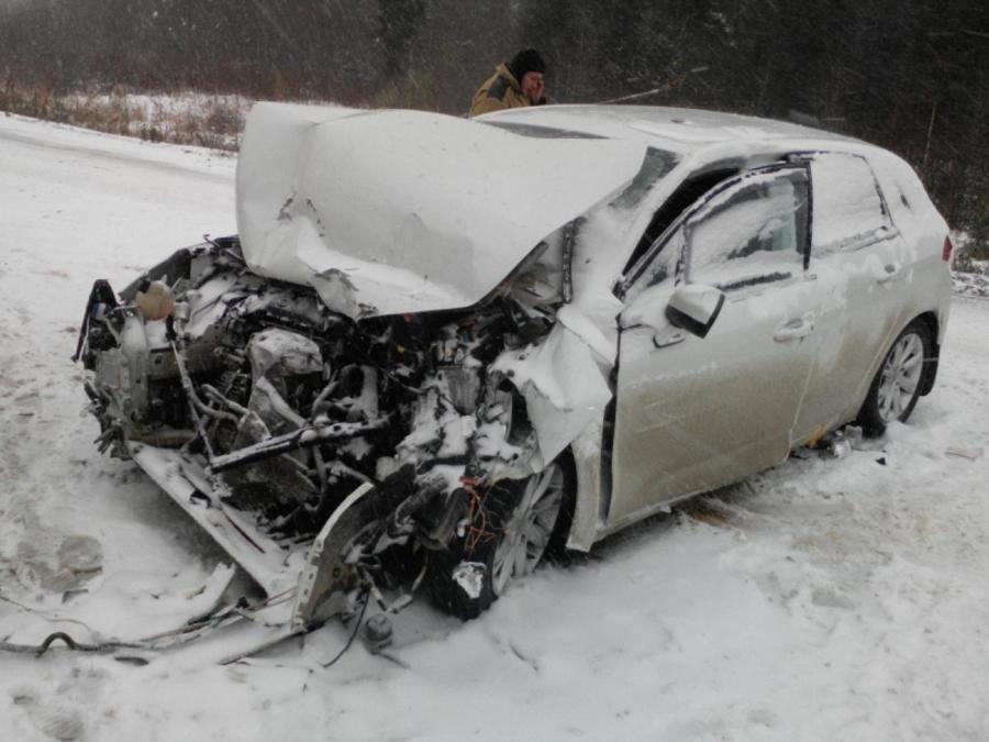 В столкновении Ситроена с грузовиком пострадали 4 человека
