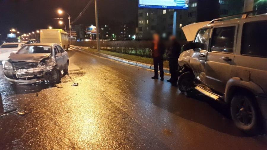 В Индустриальном районе Перми девушка на Джили врезалась в УАЗ - фото 2