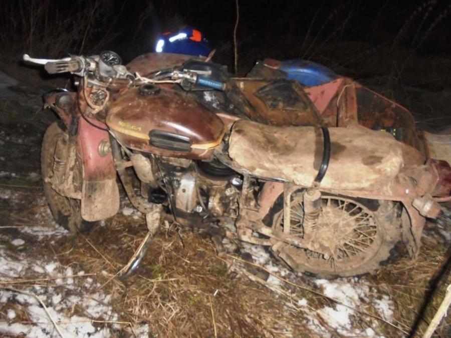 В Кунгурском районе столкнулись мотоцикл и легковой автомобиль - фото 1