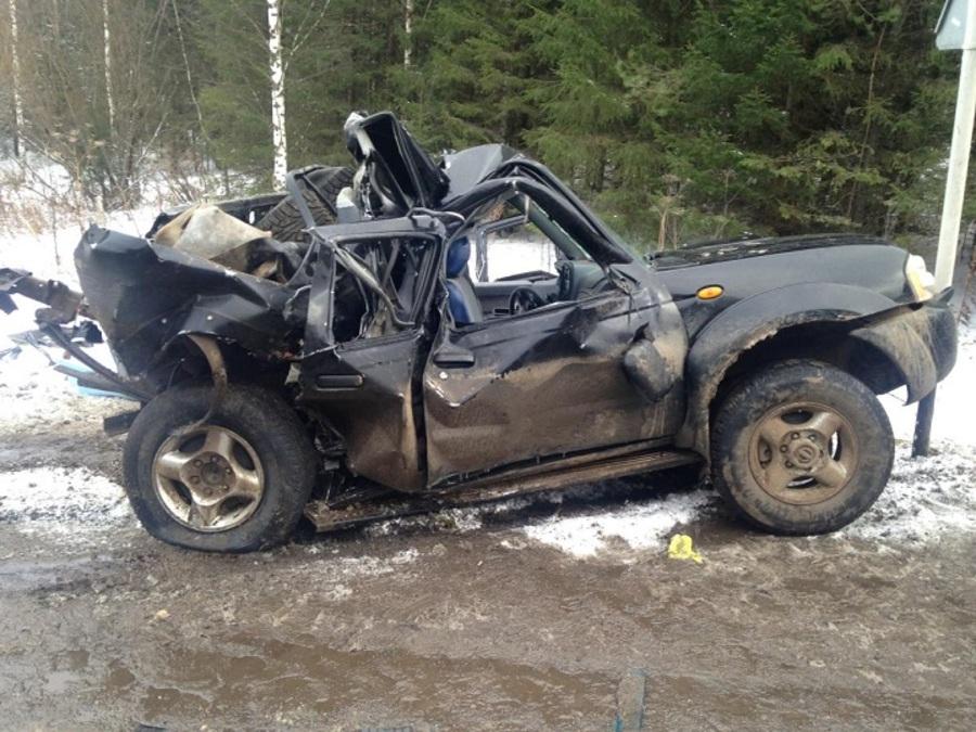 В Пермском районе в столкновении с фурой погиб водитель Ниссана