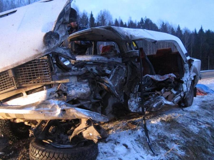 В Пермском крае в столкновении с фурой погибла водитель «шестерки»