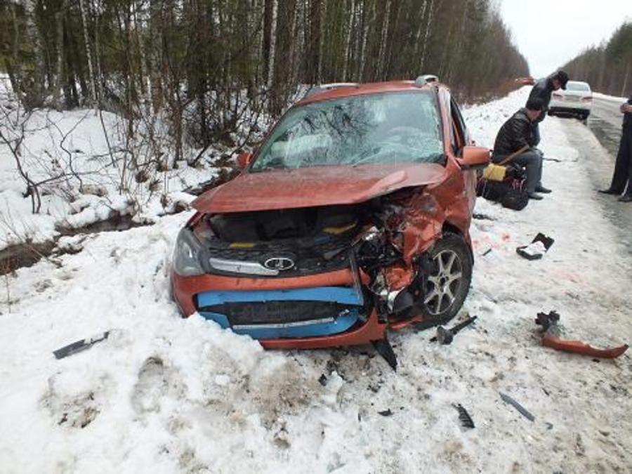 В Пермском крае влобовую сошлись две Калины, трое пострадавших