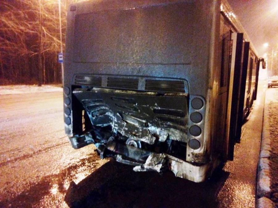 В Перми Додж врезался в автобус, два человека погибли