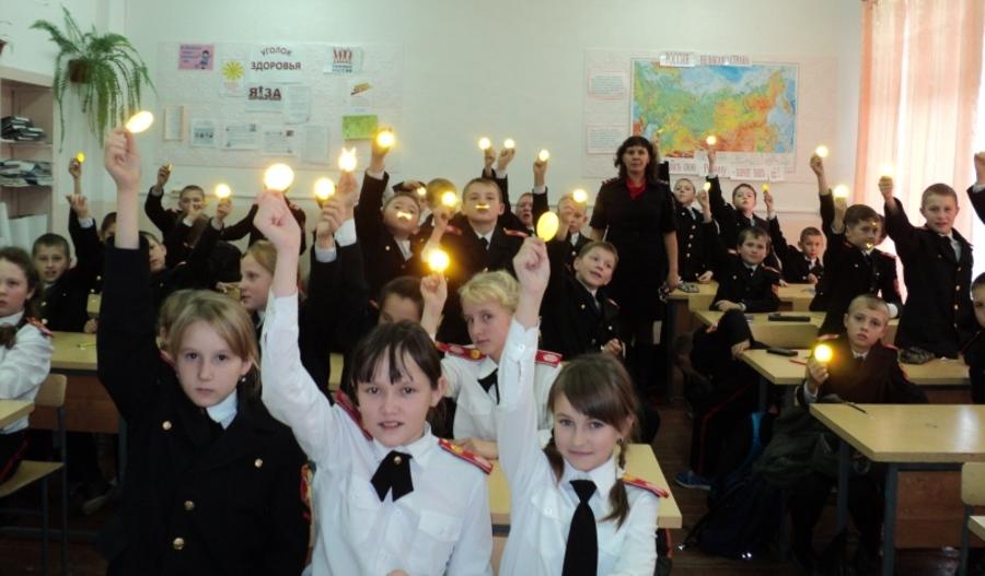 В Чернушинском районе дети делают световозвращающие подвески своими руками